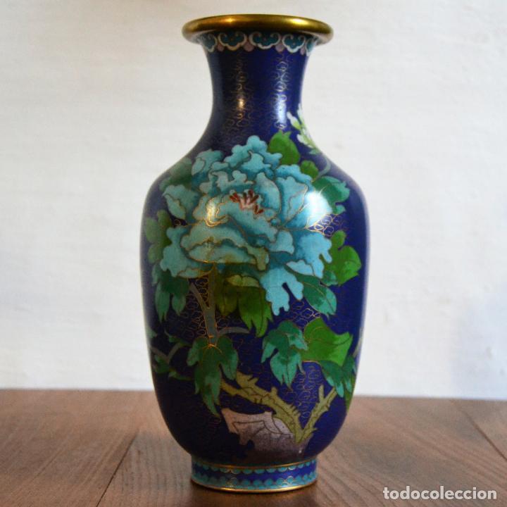FLORERO ESMALTE CLOISONNE * JARRON ESMALTADO * 23 CM ALTO (Antigüedades - Hogar y Decoración - Floreros Antiguos)
