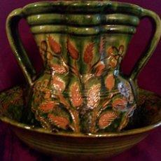 Antigüedades: JUEGO DE PALANGANERO. JARRA Y PALAGANA DE CERÁMICA VIDRIADA. DE TITO UBEDA.. Lote 155680386