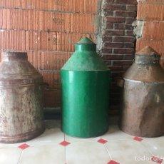 Antigüedades: LOTE DE TRES MUY GRANDES ACEITERAS DE METAL -(19060). Lote 155701697