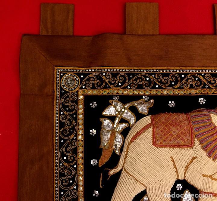 Antigüedades: TAPIZ THAILANDES CON ELEFANTE Y BORDADOS A MANO - 72 X 73 CM - Foto 2 - 155708422