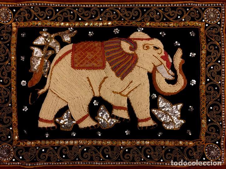 Antigüedades: TAPIZ THAILANDES CON ELEFANTE Y BORDADOS A MANO - 72 X 73 CM - Foto 3 - 155708422
