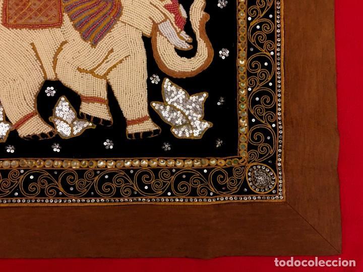 Antigüedades: TAPIZ THAILANDES CON ELEFANTE Y BORDADOS A MANO - 72 X 73 CM - Foto 7 - 155708422