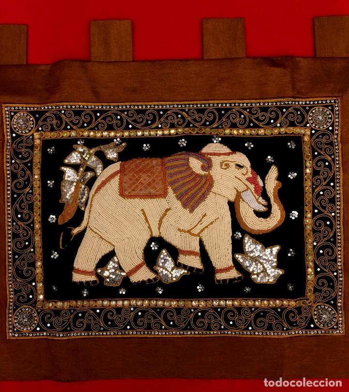 Antigüedades: TAPIZ THAILANDES CON ELEFANTE Y BORDADOS A MANO - 72 X 73 CM - Foto 9 - 155708422