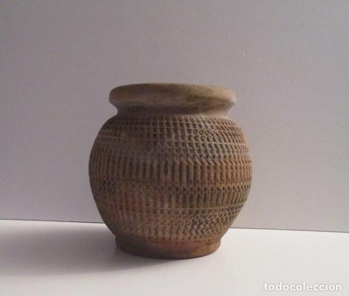 Antigüedades: ANTIGUO MACETERO DE BARRO LABRADO - Foto 3 - 155709250