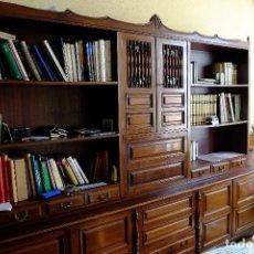 Antigüedades: MUEBLE ESTANTERIA PARA SALÓN MADERA DE CAOBA PRINCIPIO SIGLO XX. Lote 155715486