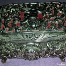 Antigüedades: ANTIGUO Y BONITO JOYERO. CAJA DE PLATA ALEMANA.. Lote 155716633