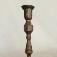 Antigüedades: PORTAVELAS BRONCE. . Lote 155719478