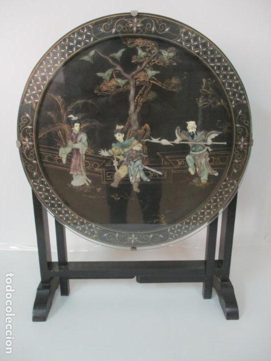 CURIOSA MESA DE CENTRO, CHINA - ABATIBLE - MOTIVOS ORIENTALES - MADERA LACA NEGRA (Antigüedades - Muebles Antiguos - Mesas Antiguas)