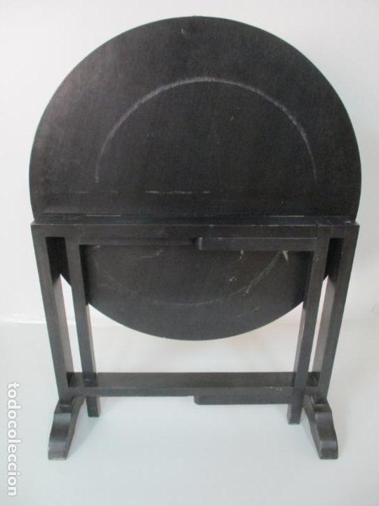 Antigüedades: Curiosa Mesa de Centro, China - Abatible - Motivos Orientales - Madera Laca Negra - Foto 13 - 155742514