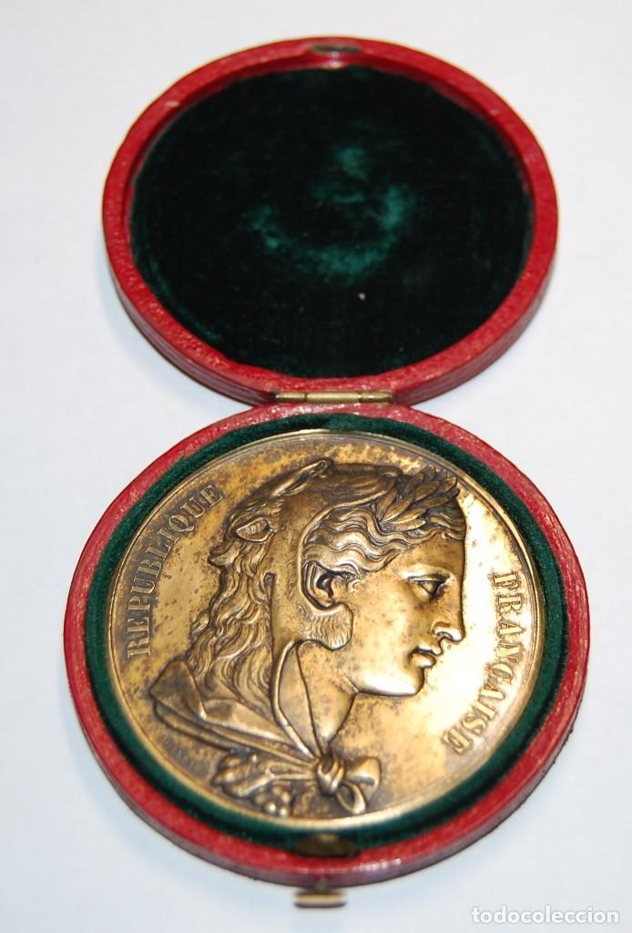 ESPECTACULAR MEDALLA DE PLATA MACIZA DEL SENAT DE FRANCIA DEL AÑO 1876.PIEZA DE LUJO. (Antigüedades - Platería - Plata de Ley Antigua)