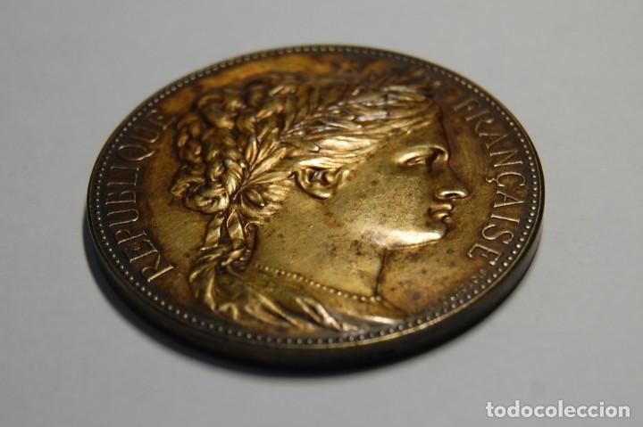 Antigüedades: MEDALLA DE PLATA MACIZA DEL SENAT DE FRANCIA DEL AÑO 1882.PIEZA DE LUJO. - Foto 3 - 155754398