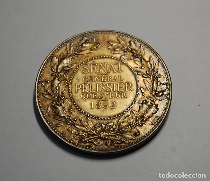 Antigüedades: MEDALLA DE PLATA MACIZA DEL SENAT DE FRANCIA DEL AÑO 1882.PIEZA DE LUJO. - Foto 4 - 155754398
