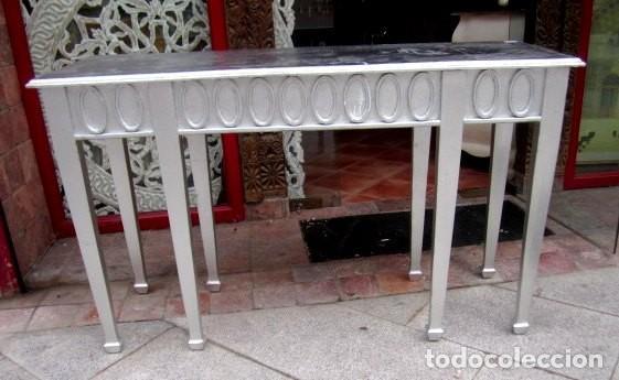 CONSOLA DE MADERA TALLADA EN LAS 4 CARAS Y ACABADA CON PAN DE PLATA (Antigüedades - Muebles Antiguos - Consolas Antiguas)