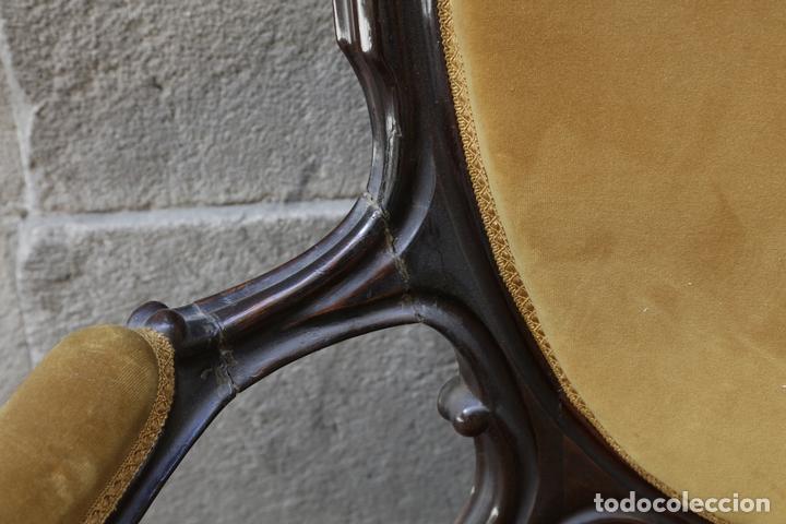 Antigüedades: pareja de sillones isabelinos de caoba, 1870 aprox. En bastante buen estado, ver fotos. - Foto 4 - 155775302