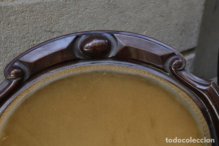 Antigüedades: pareja de sillones isabelinos de caoba, 1870 aprox. En bastante buen estado, ver fotos. - Foto 5 - 155775302