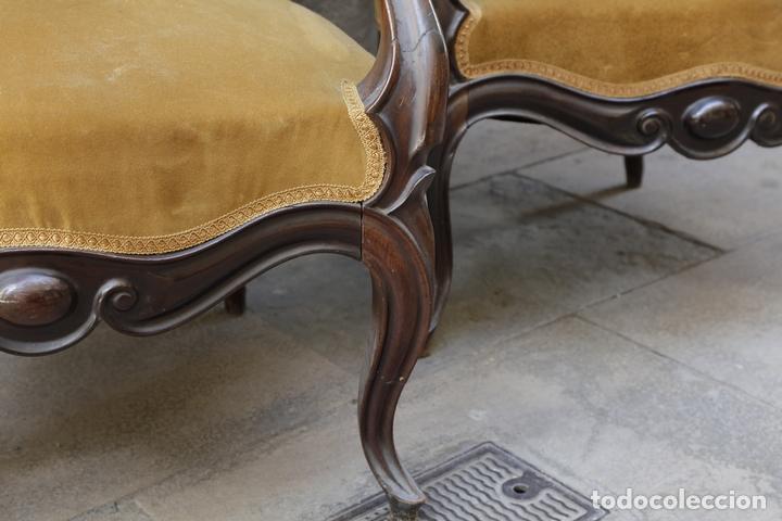 Antigüedades: pareja de sillones isabelinos de caoba, 1870 aprox. En bastante buen estado, ver fotos. - Foto 6 - 155775302