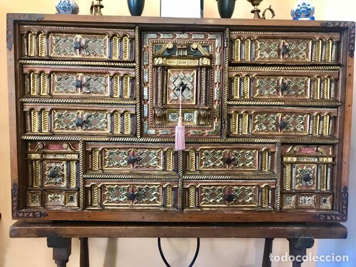 PRECIOSO BARGUEÑO MODELO SIGLO XVII (Antigüedades - Muebles Antiguos - Bargueños Antiguos)