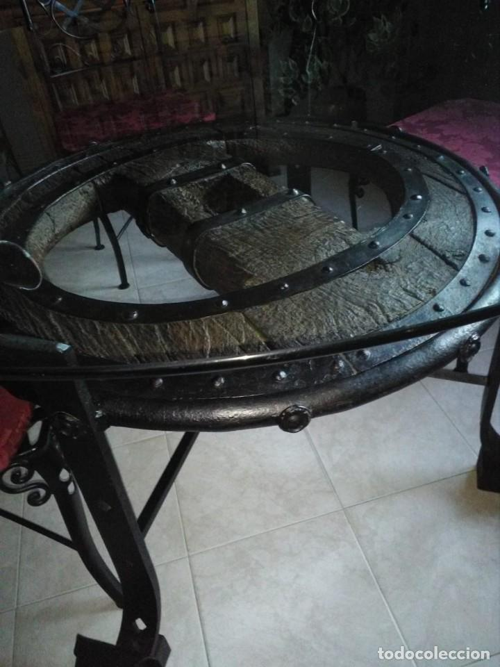 Antigüedades: mesa rueda de carro - Foto 2 - 155785130