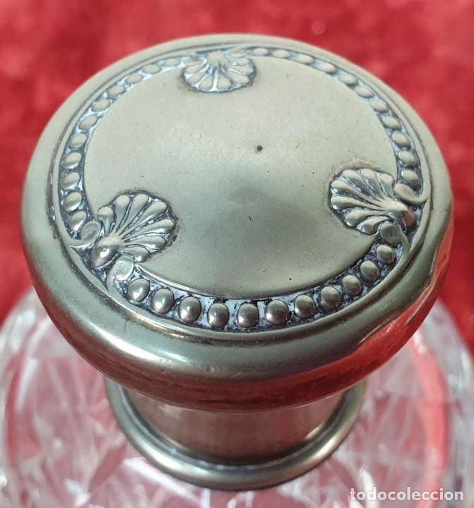 Antigüedades: PAREJA DE TARROS DE TOCADOR. CRISTAL TALLADO. ULISES. CIRCA 1960. - Foto 3 - 155797098