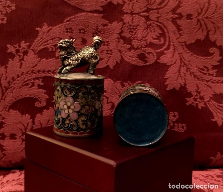 Antigüedades: ANTIGUA PAREJA DE LEONES DE FU EN CLOISONNE Y PLATA TIBETANA - 156 GRAMOS. - Foto 8 - 155801850