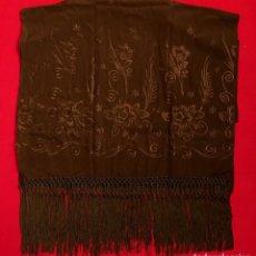Antigüedades: CHAL - ECHARPE EN CREPE CON FLORES BORDADAS - 2,15 METROS.. Lote 155811110
