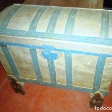 Antigüedades: BAÚL ANTIGUO CON PATAS . Lote 155825562