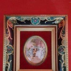 Antigüedades: PAREJA DE MARCOS ANTIGUOS CON CRISTAL CURVO.. Lote 155817606