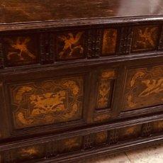 Antigüedades: CAJA DE MADERA CON INCRUSTACIONES DE BOIX,PAJAROS,FLORES.. Lote 155913888