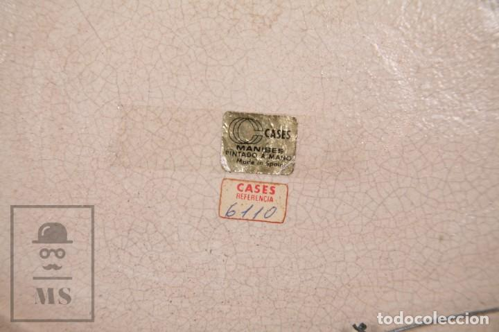 Antigüedades: Fuente de Cerámica de Manises Pintada a Mano - Ave y Flores - Cases - Medidas 40,5 x 31 cm - Foto 7 - 155918750