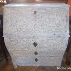 Antigüedades: ANTIGUO ESCRITORIO DE MADERA TALLADA. Lote 155964638