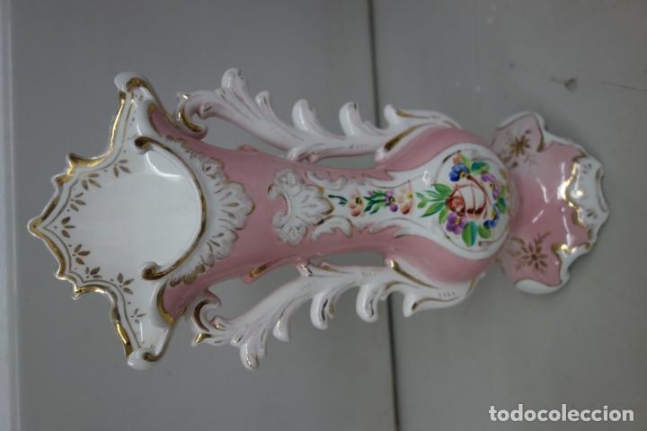 FLORERO DE PORCELANA DE MEDIADOS DEL SIGLO XIX (Antigüedades - Porcelanas y Cerámicas - Otras)