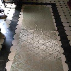 Antigüedades: BROCADO DAMASCO VERDE AGUA Y DORADO 3 METROS X 1 M APROXIMADAMENTE, IDEAL VIRGEN SEMANA SANTA TRAJE . Lote 160449500