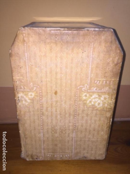 Antigüedades: Vitrina Nacimiento carton y figuras siglo XVl o XVll - Foto 5 - 155967350