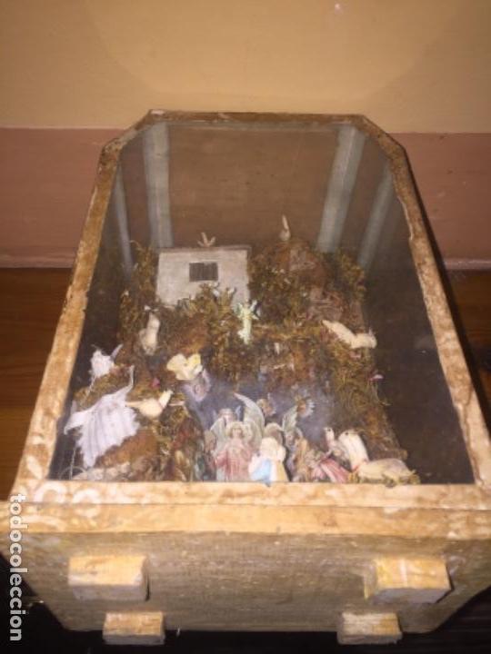 Antigüedades: Vitrina Nacimiento carton y figuras siglo XVl o XVll - Foto 6 - 155967350