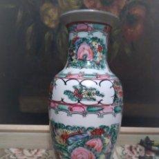 Antigüedades: ANTIGUO JARRÓN CHINO DE LA FAMILIA ROSA SELLADO.. Lote 155988222