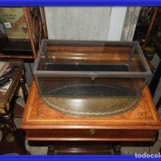 Antigüedades: CAJA DE CRISTAL CON TAPA Y CANTOS METALICOS 41 X 19 CM. Lote 155991282