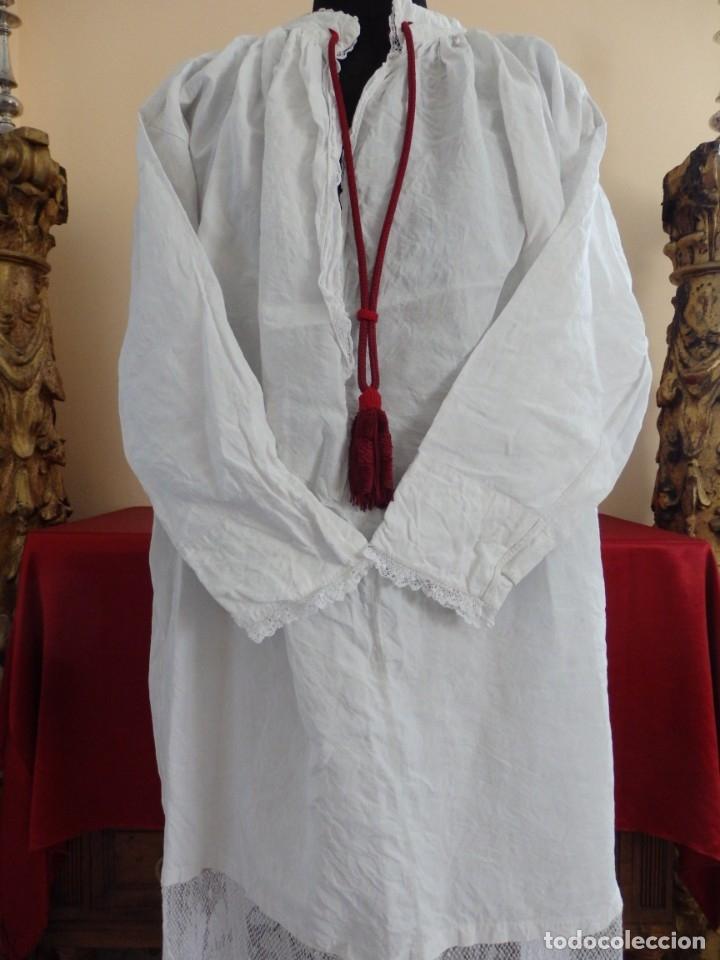 Antigüedades: Alba de grandes dimensiones confeccionada en algodón y encajes. Hacia 1900. - Foto 3 - 156000694