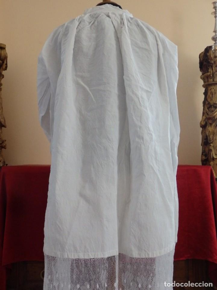Antigüedades: Alba de grandes dimensiones confeccionada en algodón y encajes. Hacia 1900. - Foto 8 - 156000694