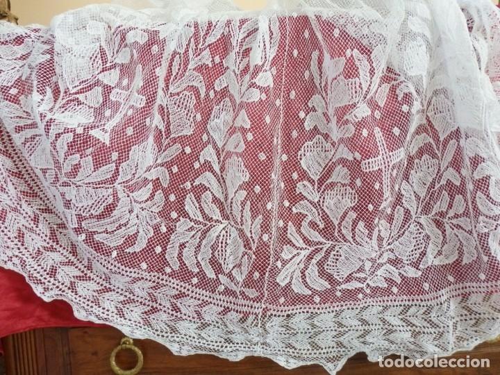 Antigüedades: Alba de grandes dimensiones confeccionada en algodón y encajes. Hacia 1900. - Foto 17 - 156000694