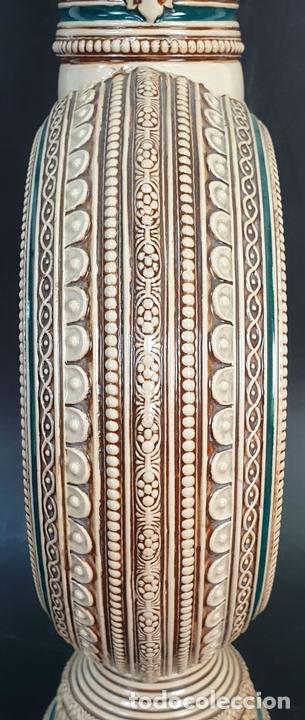 Antigüedades: PAREJA DE JARRAS. CERÁMICA ESMALTADA. PINTADA A MANO. ALEMANIA. SIGLO XX. - Foto 3 - 156023518
