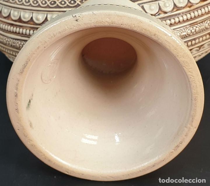 Antigüedades: PAREJA DE JARRAS. CERÁMICA ESMALTADA. PINTADA A MANO. ALEMANIA. SIGLO XX. - Foto 8 - 156023518