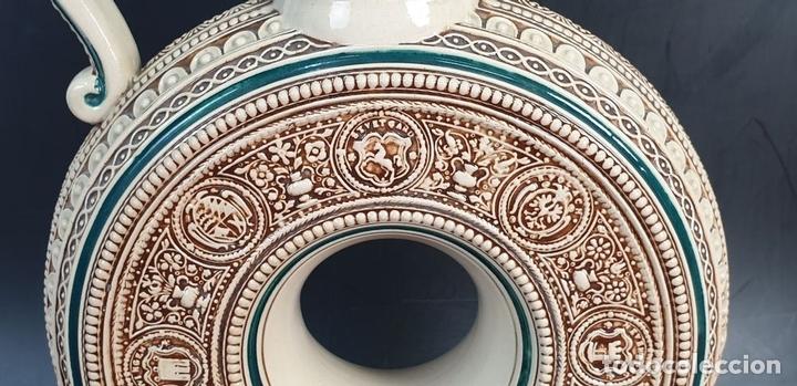 Antigüedades: PAREJA DE JARRAS. CERÁMICA ESMALTADA. PINTADA A MANO. ALEMANIA. SIGLO XX. - Foto 15 - 156023518