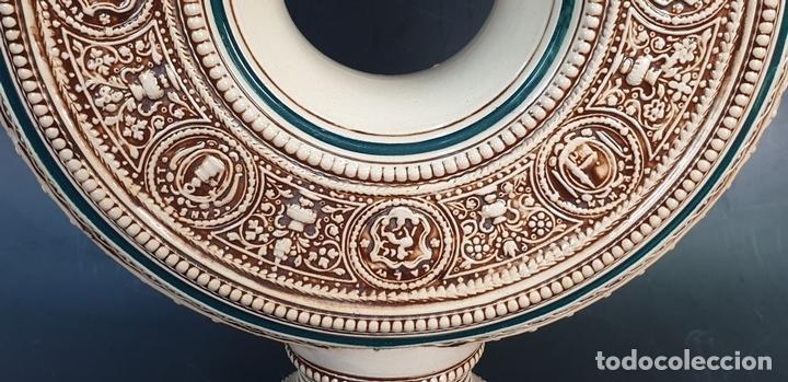 Antigüedades: PAREJA DE JARRAS. CERÁMICA ESMALTADA. PINTADA A MANO. ALEMANIA. SIGLO XX. - Foto 18 - 156023518