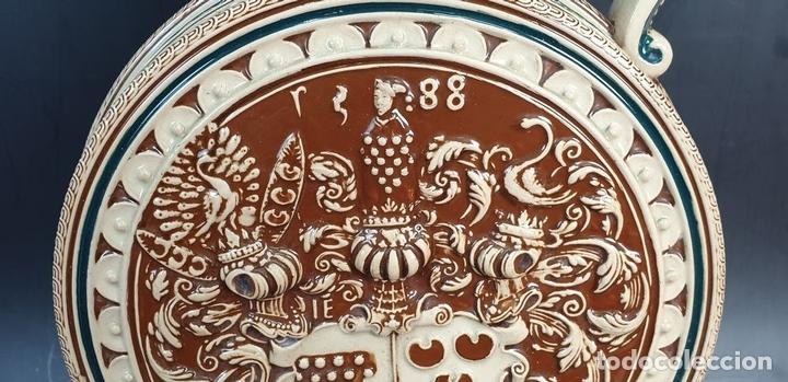 Antigüedades: PAREJA DE JARRAS. CERÁMICA ESMALTADA. PINTADA A MANO. ALEMANIA. SIGLO XX. - Foto 20 - 156023518