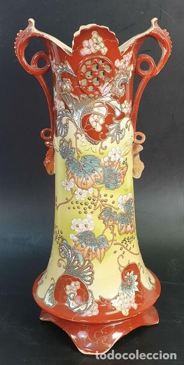 Antigüedades: PAREJA DE JARRONES MODERNISTAS. CERÁMICA JAPONESA. ESMALTADO Y PINTADO A MANO. SIGLO XX. - Foto 5 - 156027974