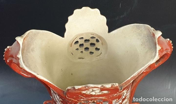 Antigüedades: PAREJA DE JARRONES MODERNISTAS. CERÁMICA JAPONESA. ESMALTADO Y PINTADO A MANO. SIGLO XX. - Foto 10 - 156027974