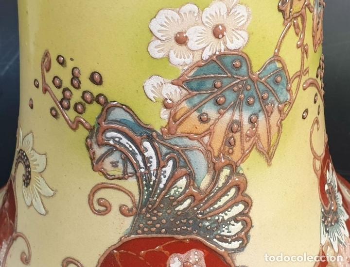 Antigüedades: PAREJA DE JARRONES MODERNISTAS. CERÁMICA JAPONESA. ESMALTADO Y PINTADO A MANO. SIGLO XX. - Foto 11 - 156027974
