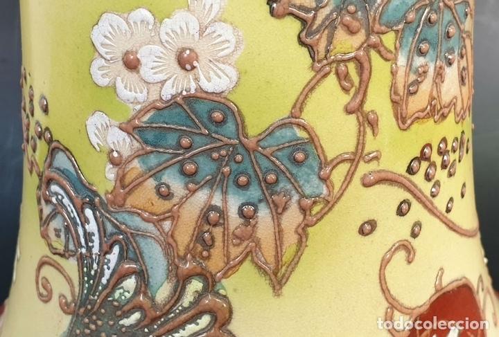 Antigüedades: PAREJA DE JARRONES MODERNISTAS. CERÁMICA JAPONESA. ESMALTADO Y PINTADO A MANO. SIGLO XX. - Foto 13 - 156027974