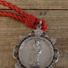 Antigüedades: MEDALLA CON CORDON DE LA HERMANDAD DE SAN BARTOLOME,NERVA, HUELVA. Lote 156028254