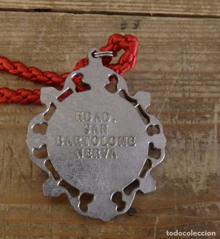 Antigüedades: MEDALLA CON CORDON DE LA HERMANDAD DE SAN BARTOLOME,NERVA, HUELVA - Foto 2 - 156028254